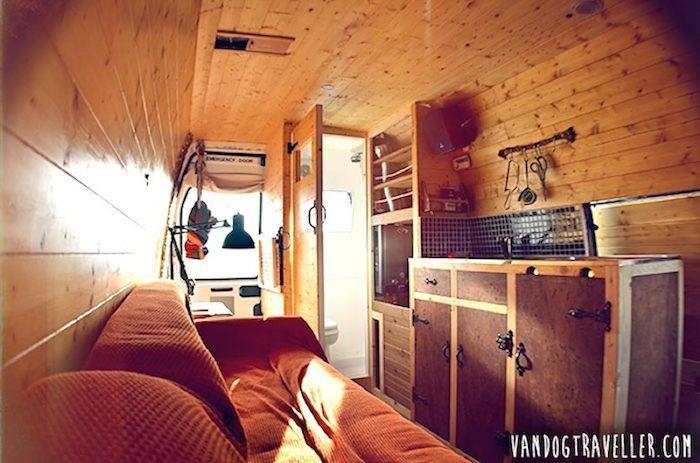 como convertir una vieja furgoneta en una caravana casa con ruedas 10