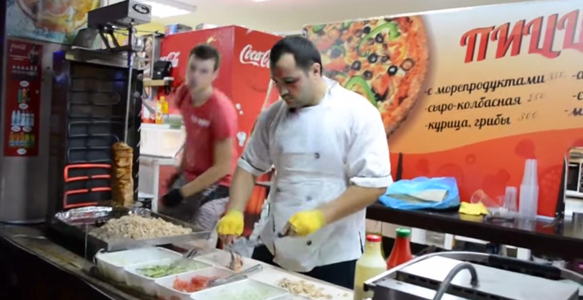 el cocinero kebab a ritmo de mortal kombat