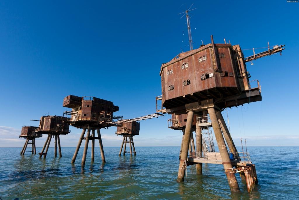 Fortalezas marinas en el medio de la nada