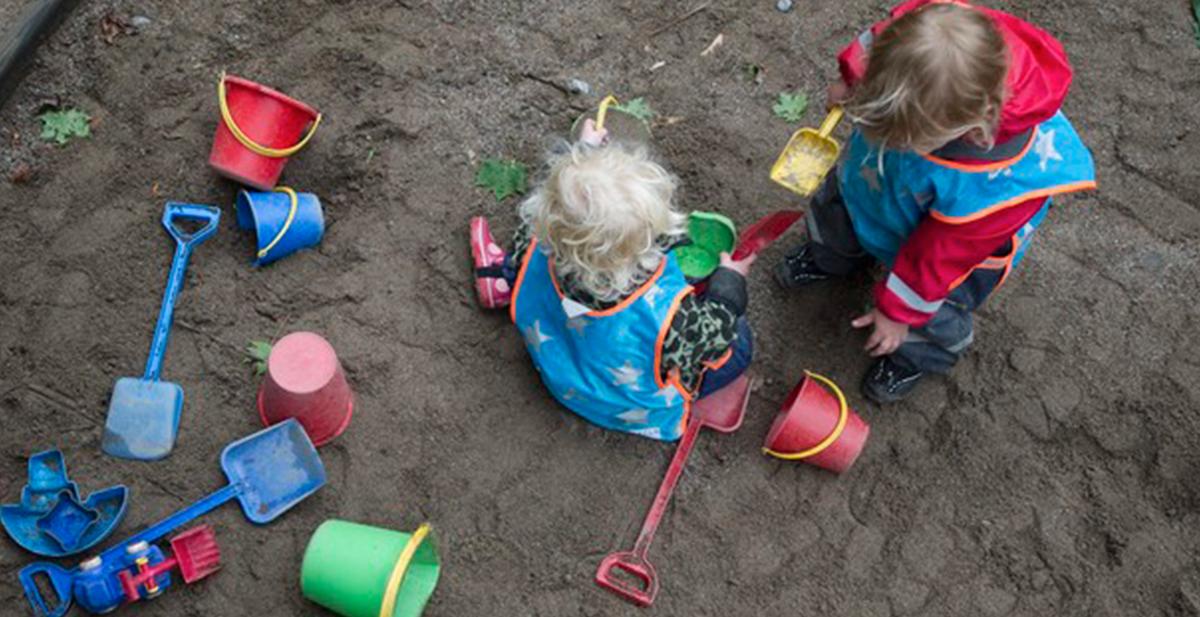 niños rusos se dan a la fuga de la guarderia por un tunel
