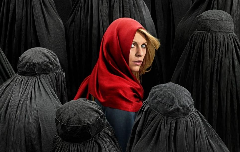 """Esta imagen promocional de la 4ª temporada ha sido tildada de racista. Da la sensación de transmitir el mensaje de """"Caperucita roja entre los lobos"""""""