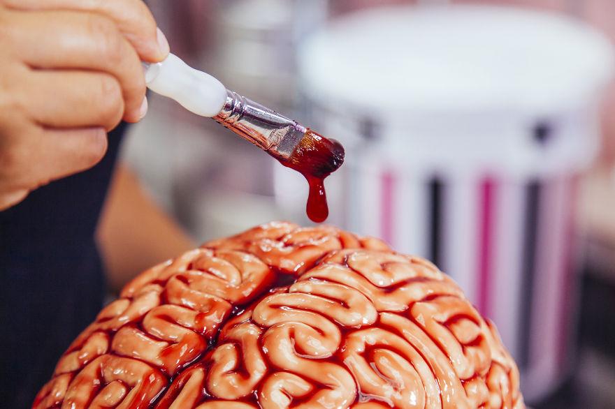 como hacer un pastel de cerebro para halloween 5