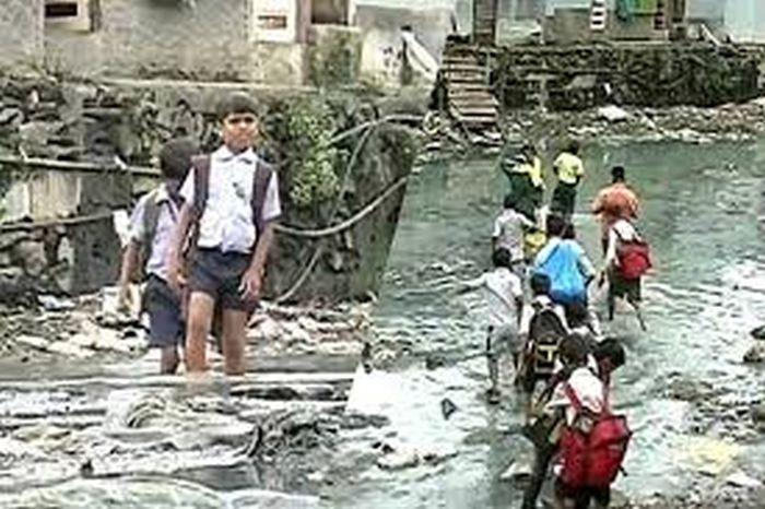 Este era el camino que debían recorrer los niños para ir a la escuela
