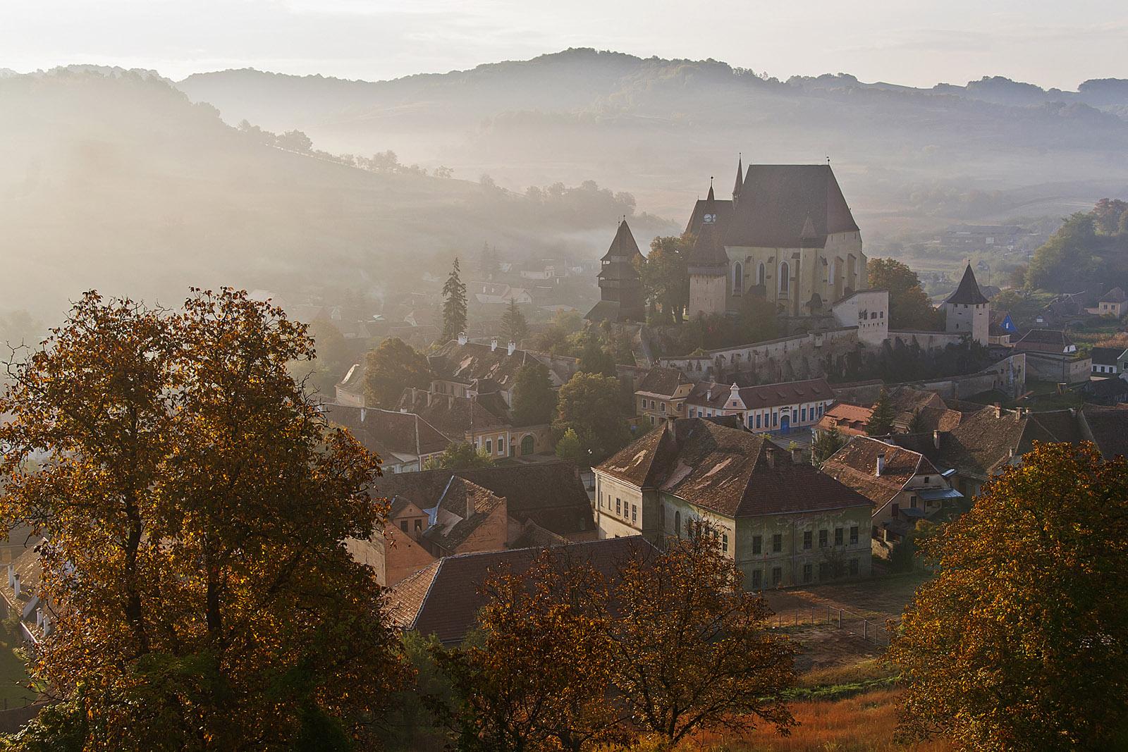 Pueblo de Biertan, en medio vemos el edificio de la iglesia.