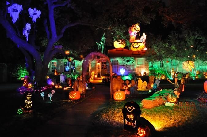 las mejores decoraciones de casas para halloween 11