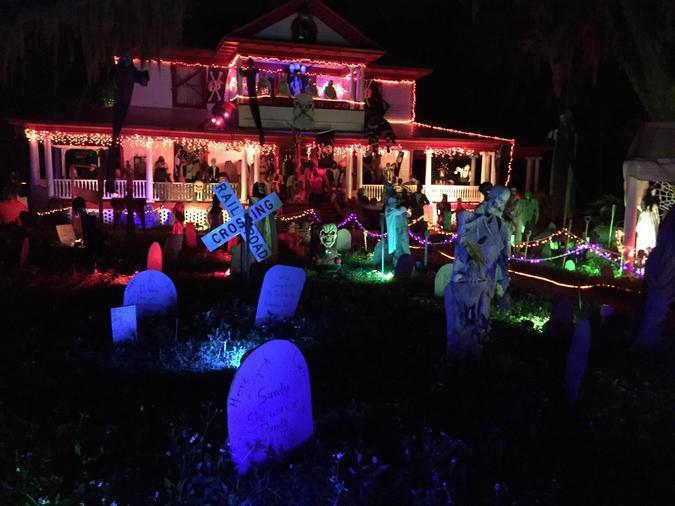 20 casas decoradas para halloween forocoches - Decoracion de halloween para casas ...