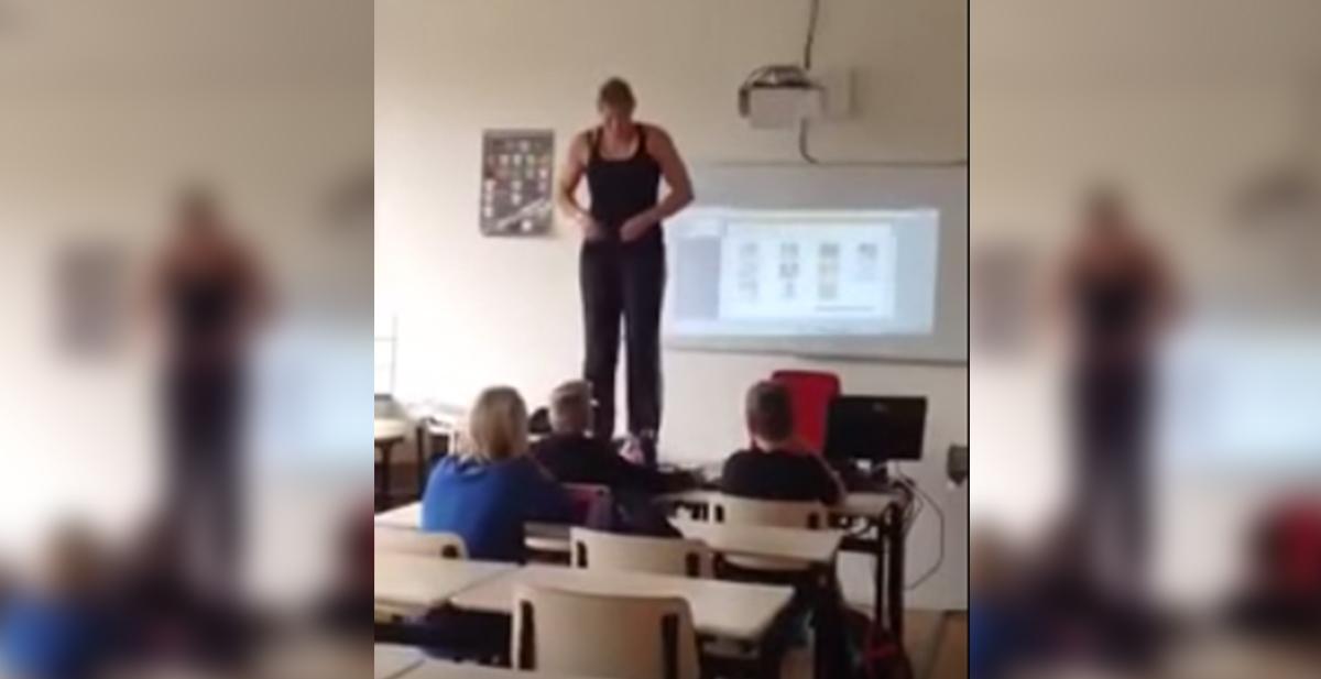 profesora que enseña anatomia de una manera peculiar