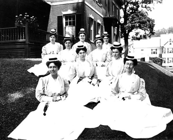 9 cosas que tenian que hacer do fora obligatoria las enfermeras en 1887 7