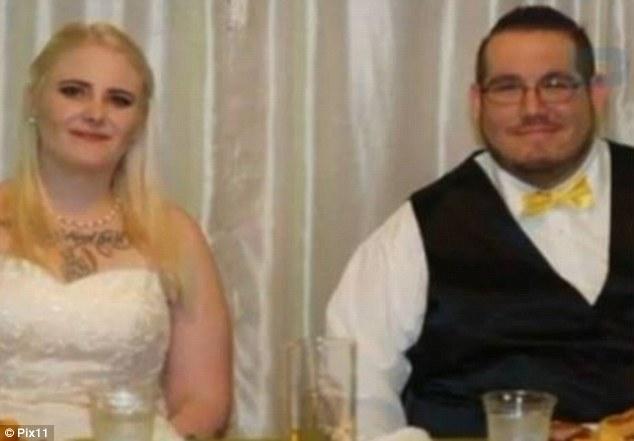 Jessica y su marido en el día de su boda, el pasado 9 de octubre.