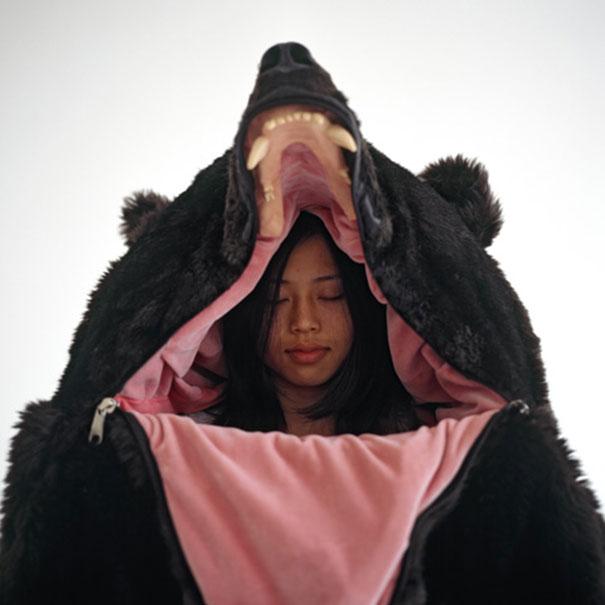 el saco de dormir con forma de oso de eiko ishizawa 1
