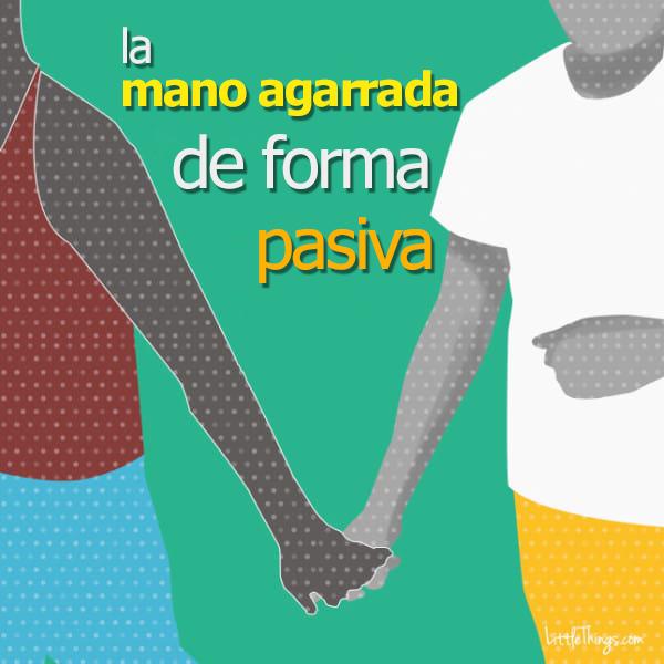 formas de agarrarse la mano entre parejas 16