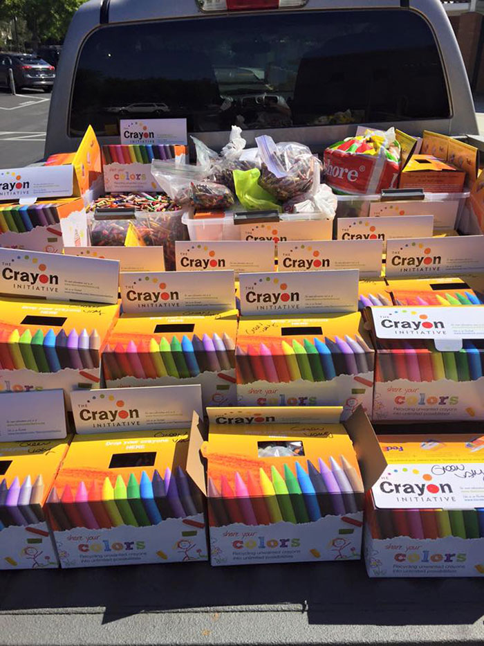 la excelente y solidaria idea de un hombre para reciclar los lapices de colores 7
