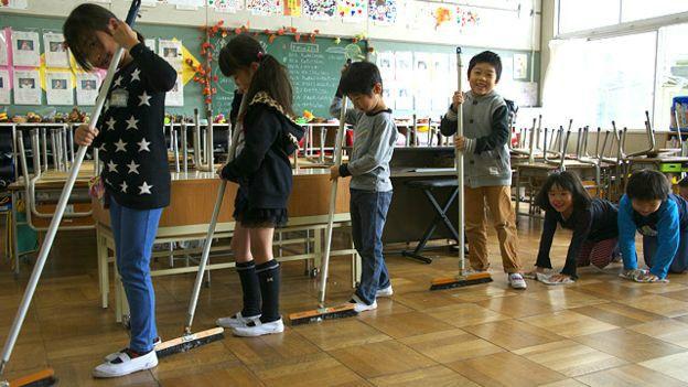 limpieza aulas japon 2