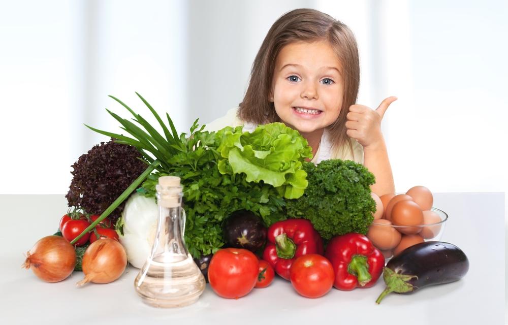 niña comida sana