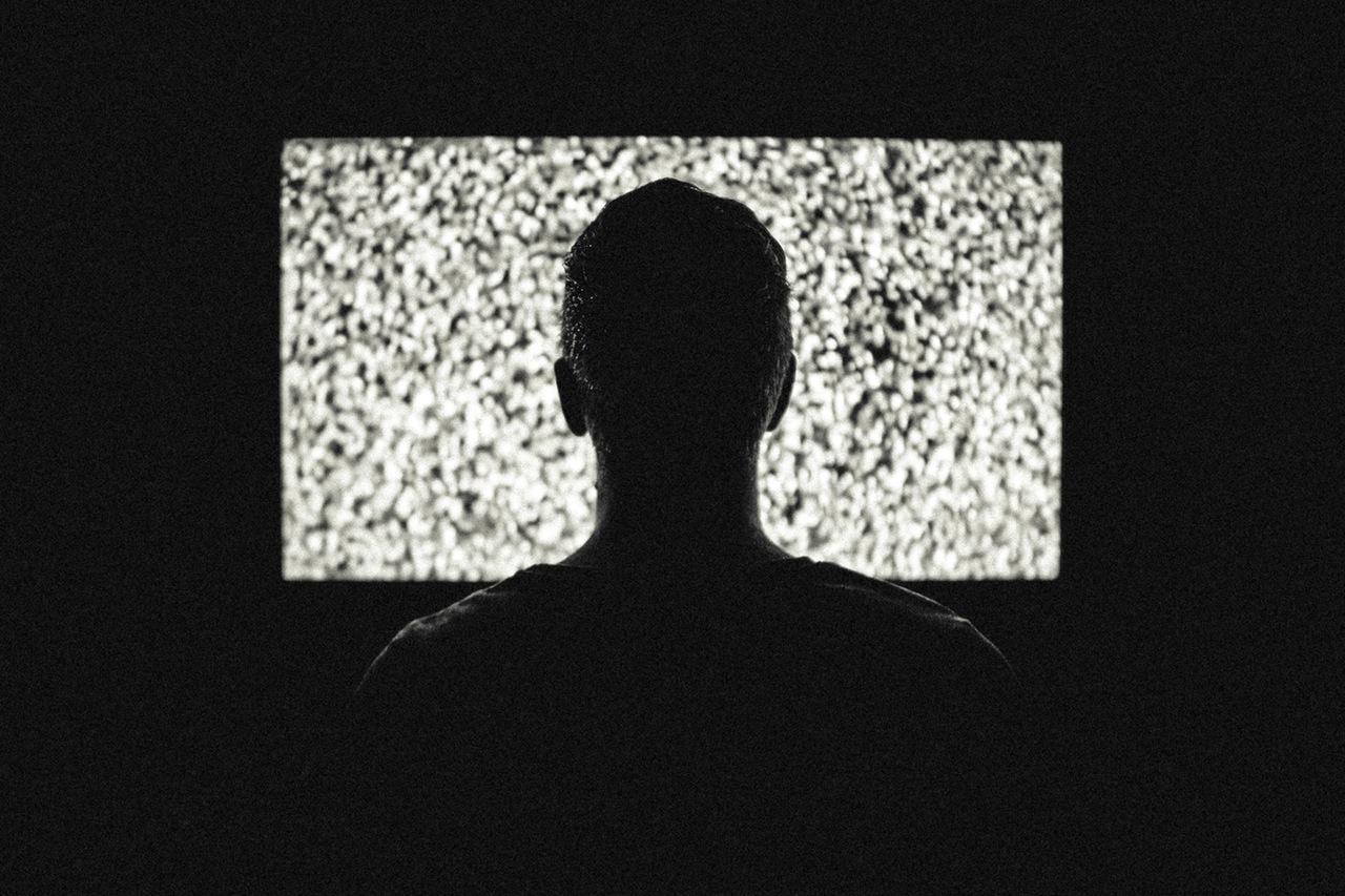 """Amor, la tele se ha roto sola"""