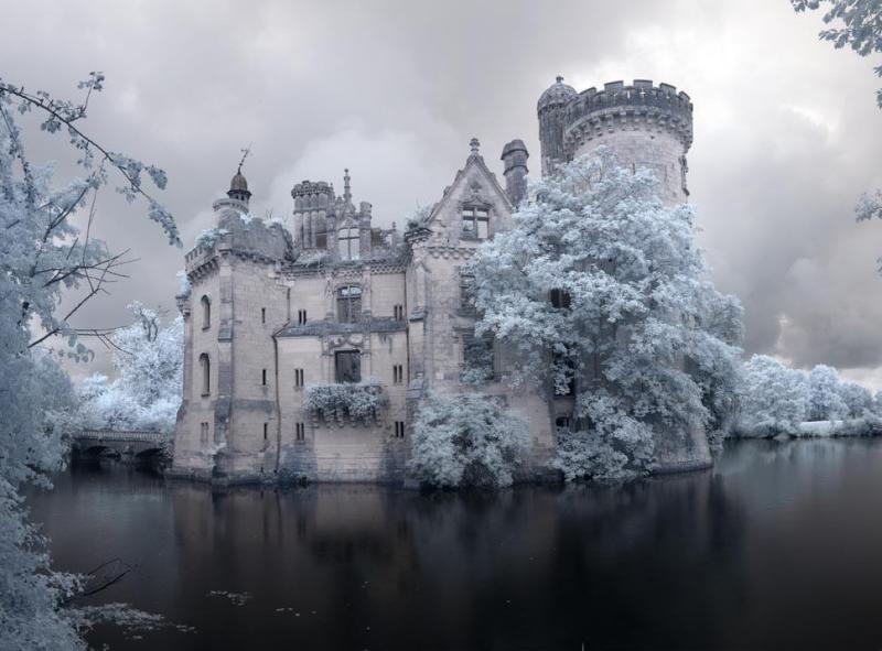 un castillo que parece sacado de una pelicula de disney 1