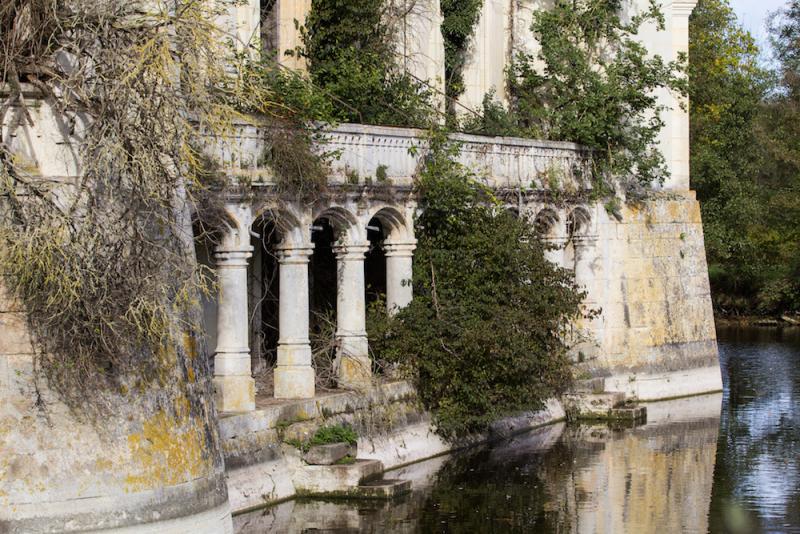 un castillo que parece sacado de una pelicula de disney 10