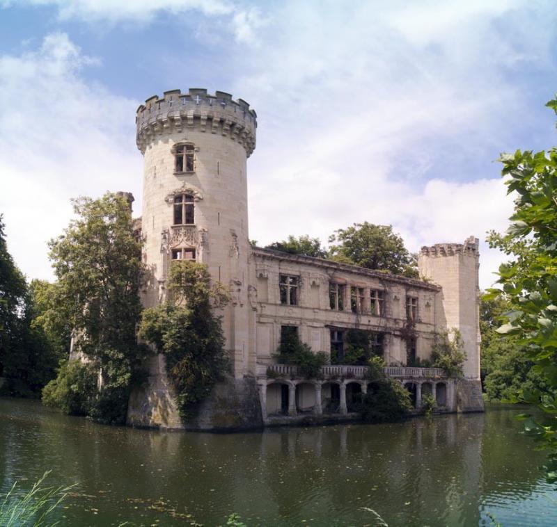 un castillo que parece sacado de una pelicula de disney 5