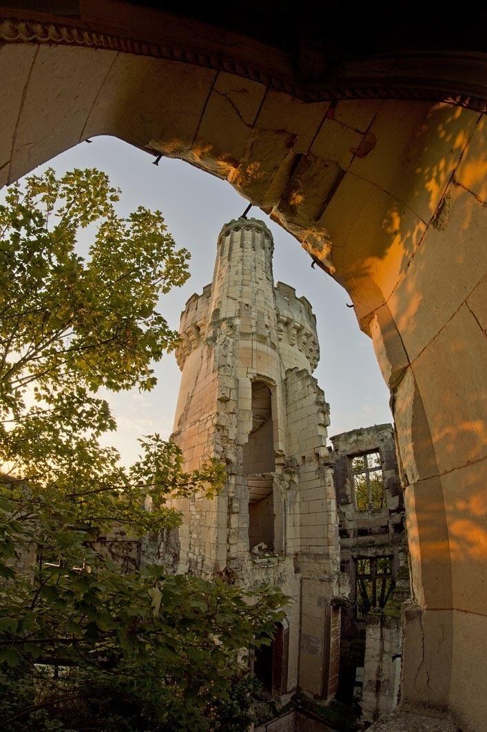 un castillo que parece sacado de una pelicula de disney 7