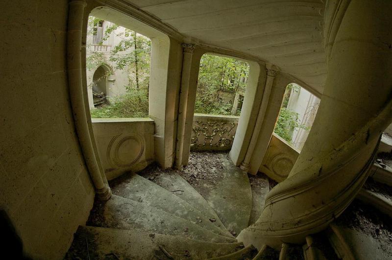 un castillo que parece sacado de una pelicula de disney 8