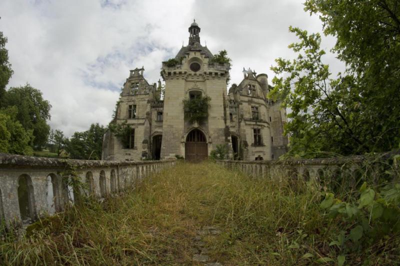 un castillo que parece sacado de una pelicula de disney 9