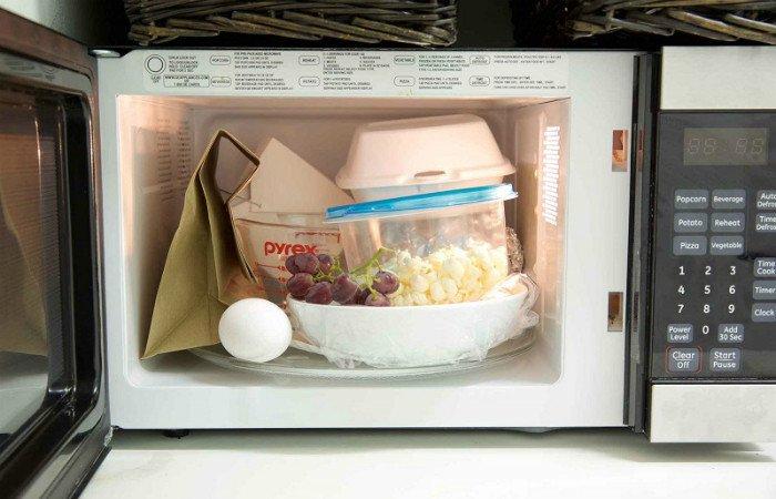 14 cosas que no deberías meter en un microondas 1