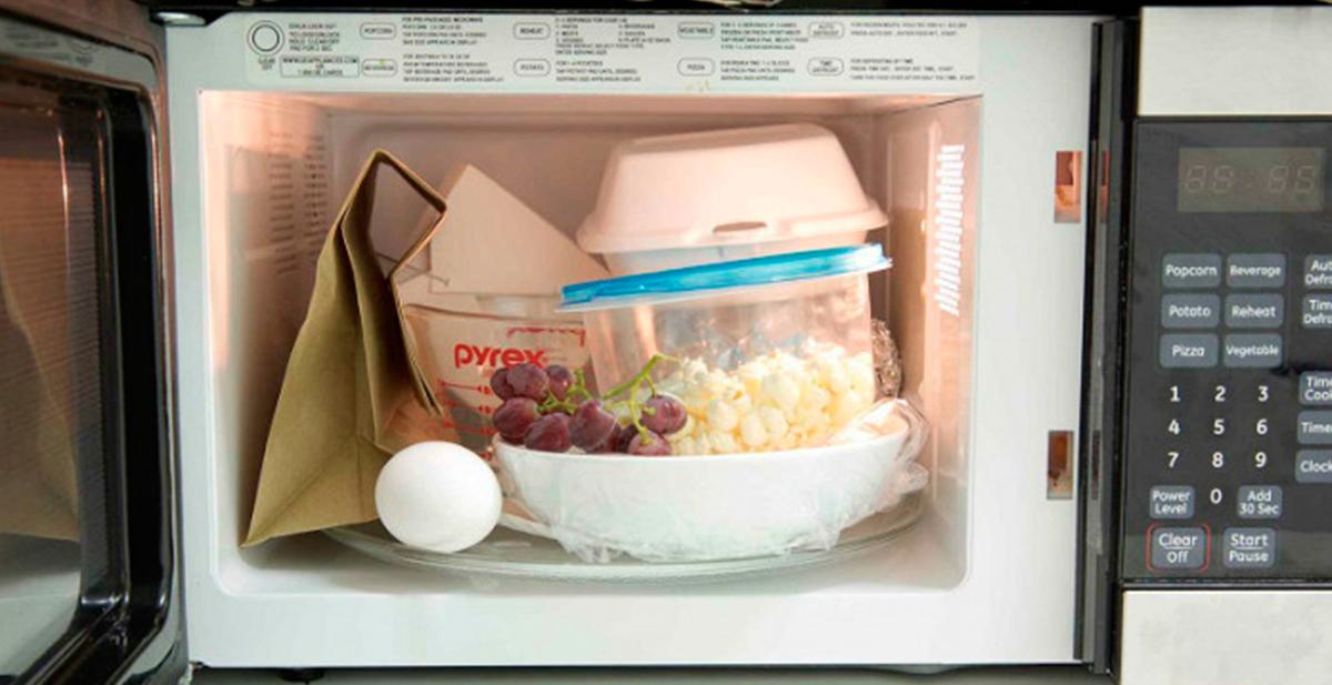 14 cosas que no deberias meter en el microondas