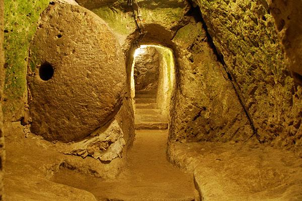 derinkuyu, la ciudad eexcavada en la piedra 8