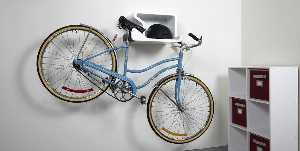 Colgar bicicletas en la pared