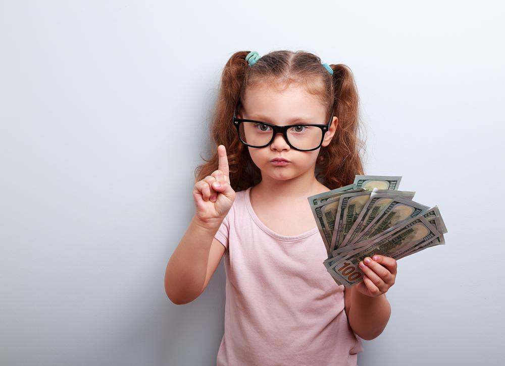 niña con dinero