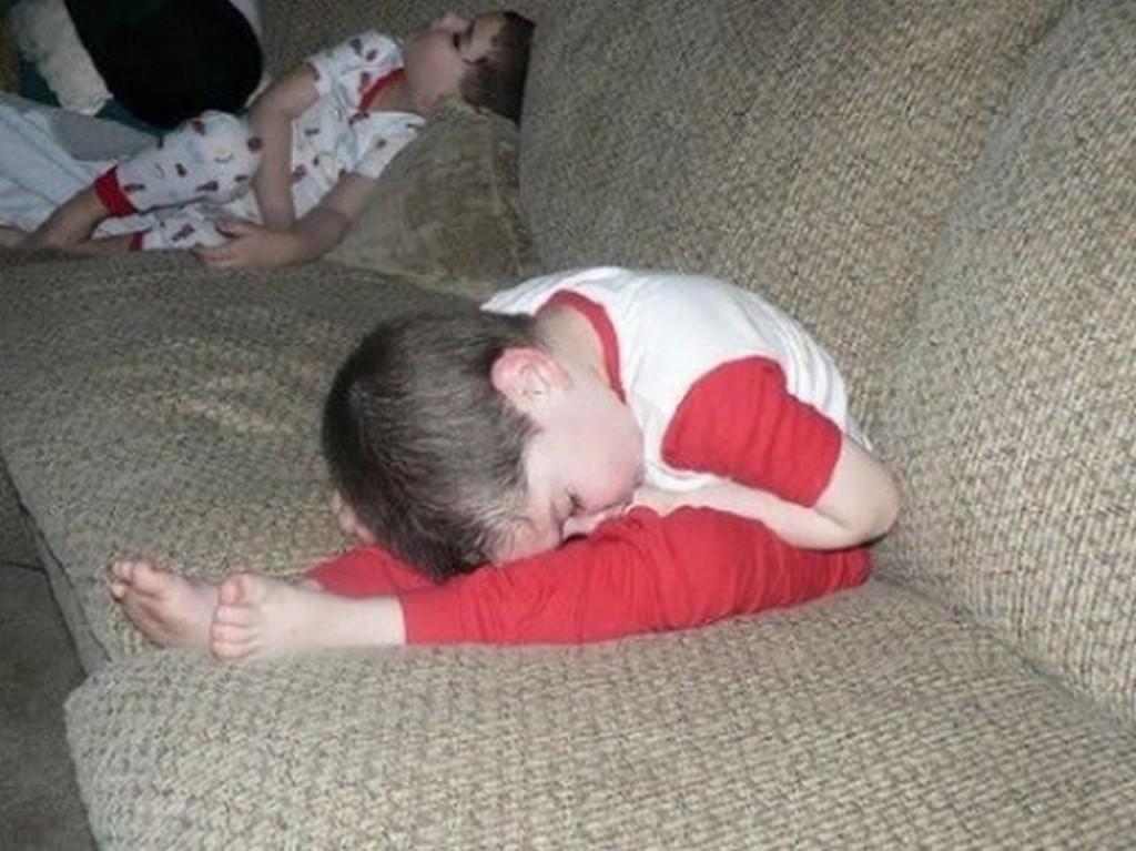 ninos-dormidos-en-cualquier-lugar18