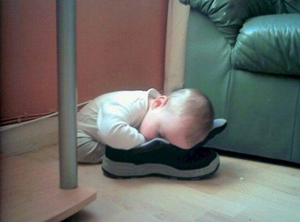 ninos-dormidos-en-cualquier-lugar3