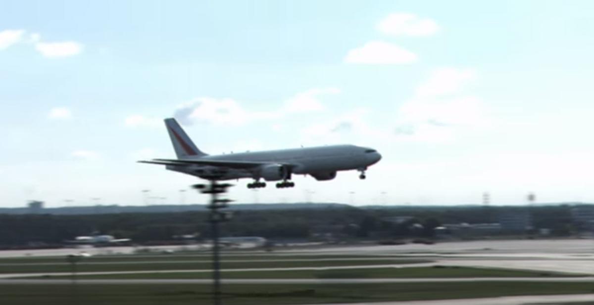 nunca habias visto aterrizar asi a un boeing 777