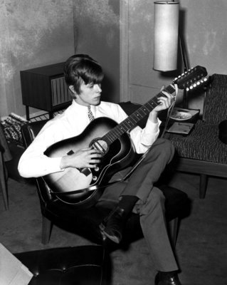 UNITED KINGDOM - JANUARY 01: Photo of David BOWIE; Davie Jones (Davy Jones), posed, c.1965, playing Framus 12 string acoustic guitar (Photo by CA/Redferns)