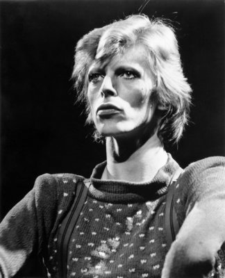 JUNE 1974: Musician David Bowie performs onstage during his 'Diamond Dogs' tour in June 1974. (Photo by Dagmar/Michael Ochs Archives/Getty Images)
