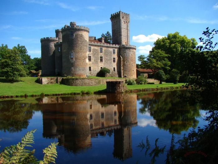 castillo-montbrun-1