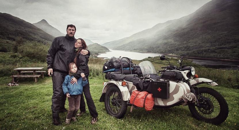 familia-viaje-en-moto