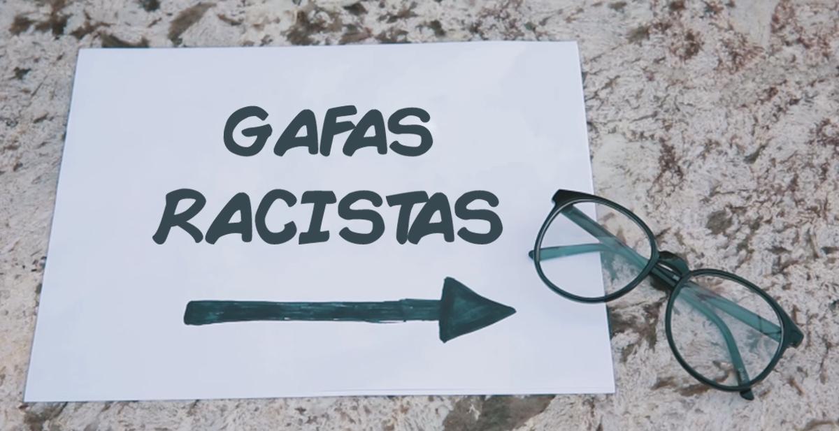 gafas racistas