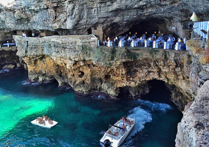 hotel restaurante en gruta italiana 9