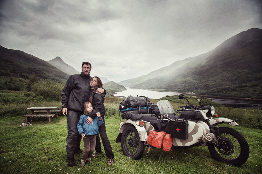 viaje de 28000 km a traves de europa con su hija y su mujer 1