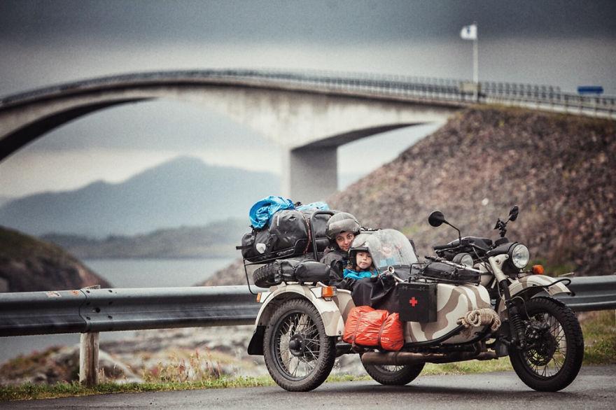 viaje de 28000 km a traves de europa con su hija y su mujer 10