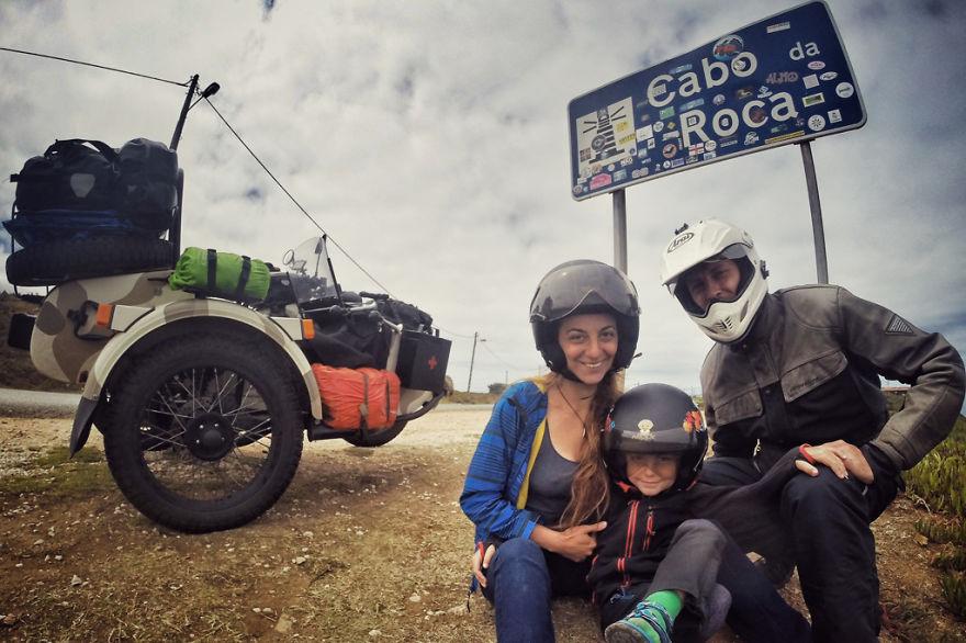viaje de 28000 km a traves de europa con su hija y su mujer 17