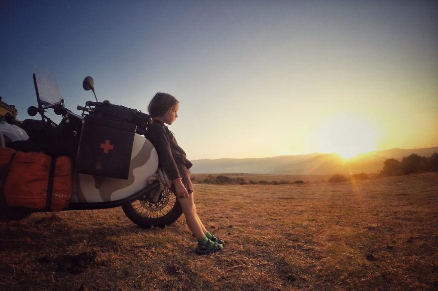 viaje de 28000 km a traves de europa con su hija y su mujer 21