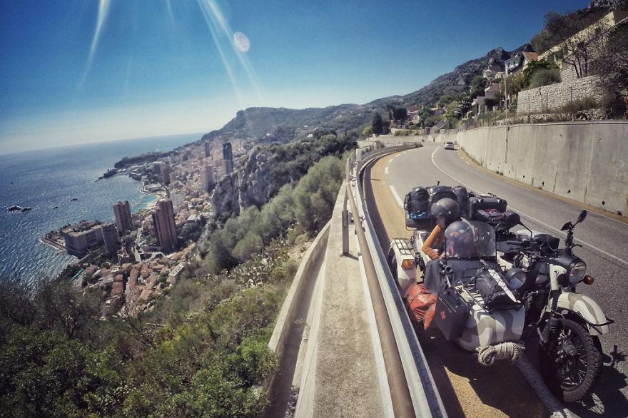 viaje de 28000 km a traves de europa con su hija y su mujer 30