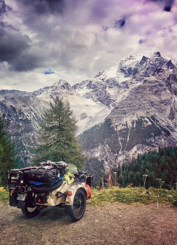 viaje de 28000 km a traves de europa con su hija y su mujer 32