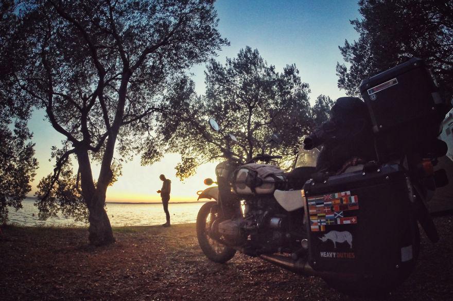 viaje de 28000 km a traves de europa con su hija y su mujer 33
