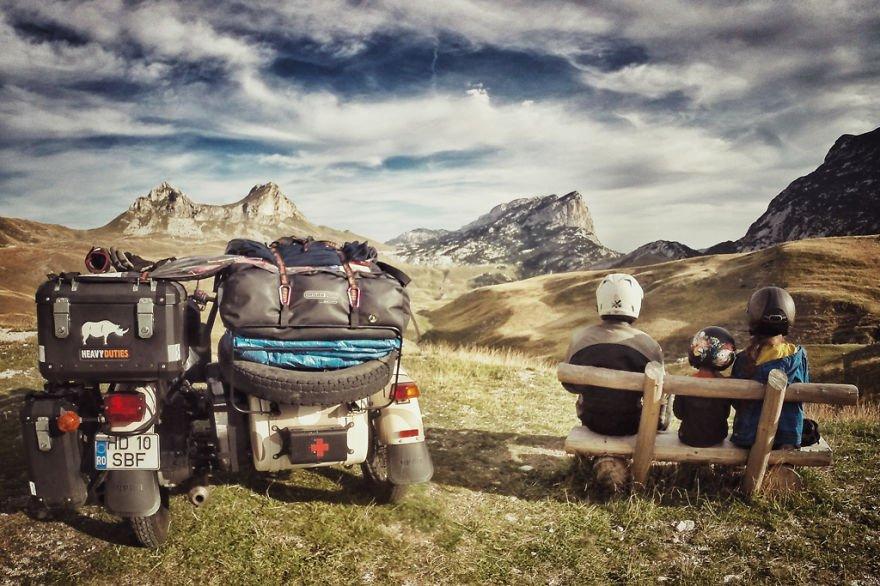 viaje de 28000 km a traves de europa con su hija y su mujer 36