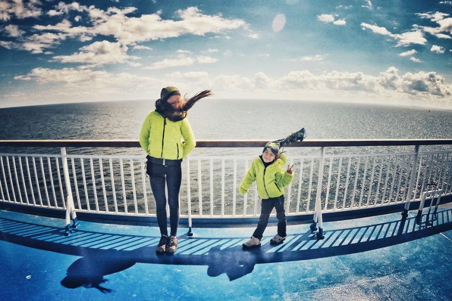 viaje de 28000 km a traves de europa con su hija y su mujer 5