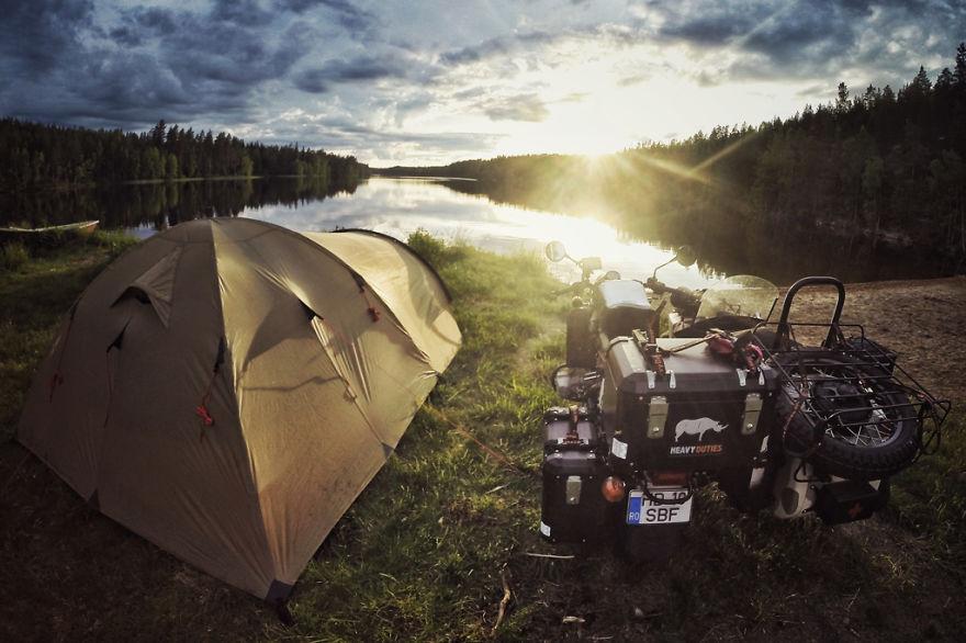 viaje de 28000 km a traves de europa con su hija y su mujer 6
