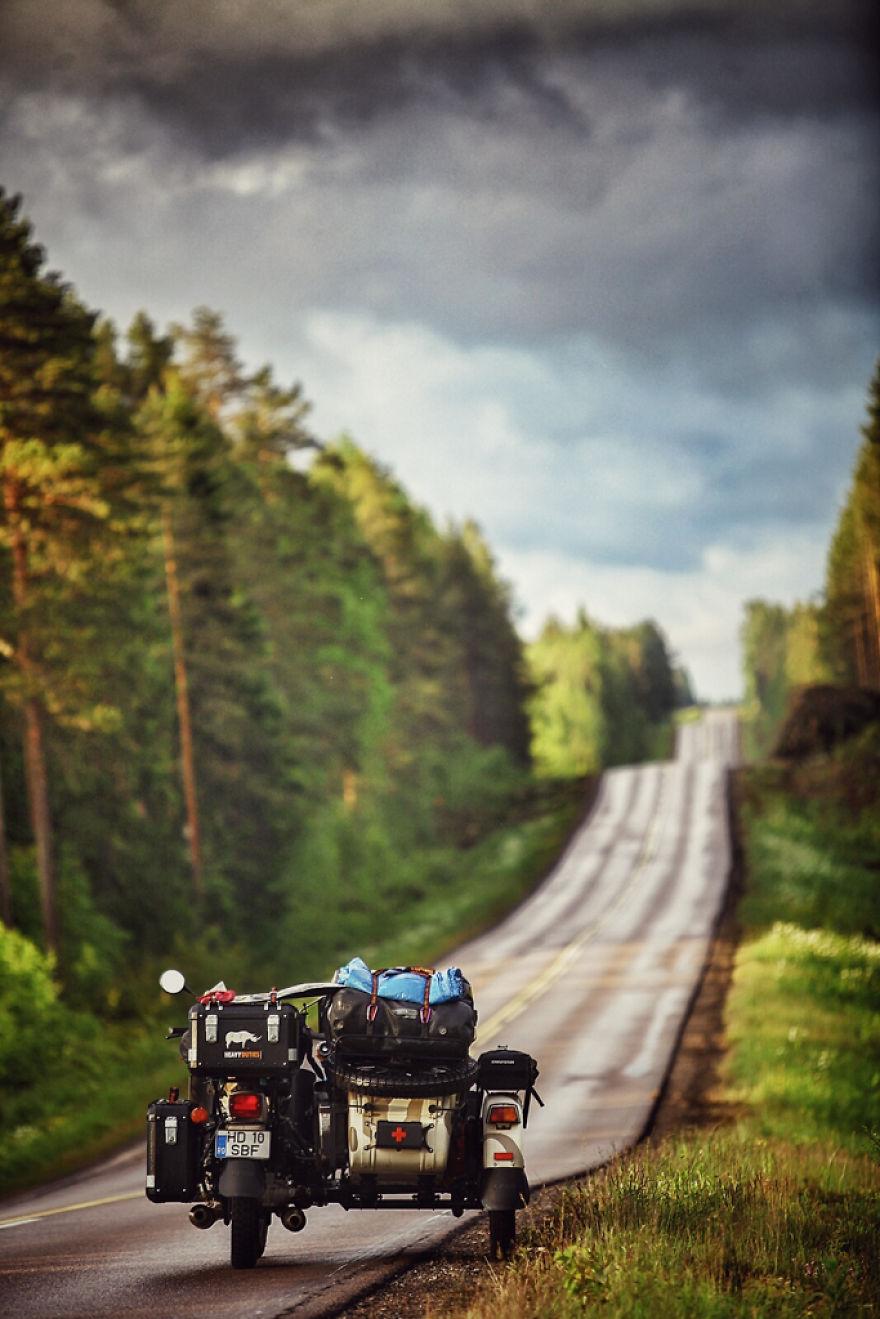 viaje de 28000 km a traves de europa con su hija y su mujer 7